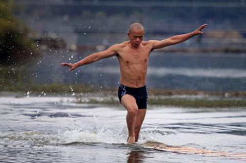 Shaolin monk breaks world record for
