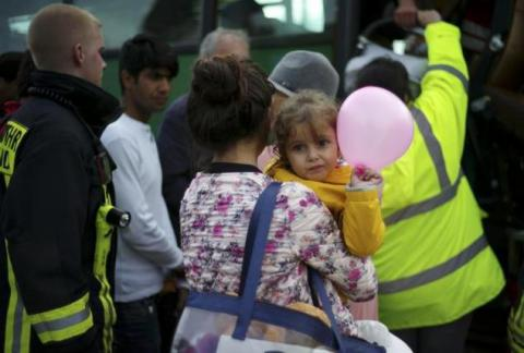 Struggling Germany urges neighbors to do more to ease refugee crisis (PHOTO)