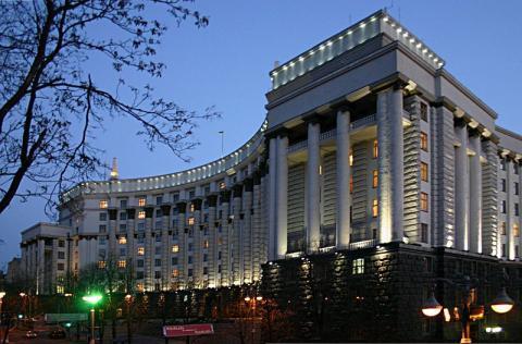 Ukraine announces halt to foreign debt servicing amid restructuring deal