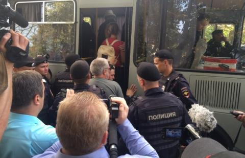 11 people detained for attempt to hold peace march in Moscow