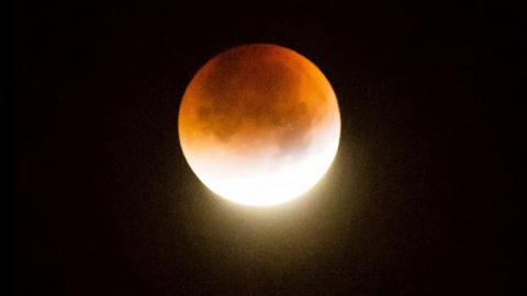 A rare and ravishing supermoon lunar eclipse (PHOTO)