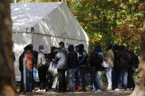 Germany tightens asylum rules to cope with refugee influx