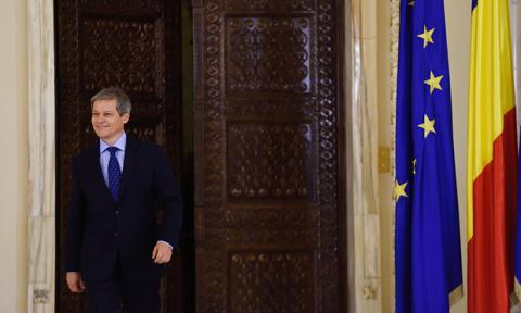 Dacian Cioloș forms Romanian government of all talents