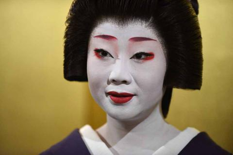 Geishas are made of hard stuff (PHOTO, VIDEO)