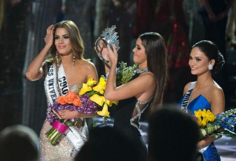 Miss Philippines crowned Miss Universe after live TV mix-up (PHOTO)