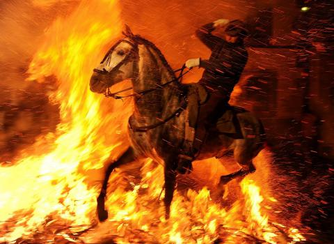 Las Luminarias: a Spanish festival of fire and horses (PHOTO)