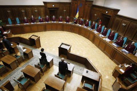 Poroshenko appoints Kolesnikov, Moisyk as Constitutional Court judges