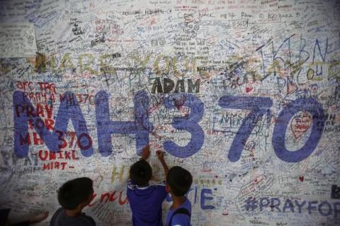 'Plane debris' washes up on Malaysian east coast