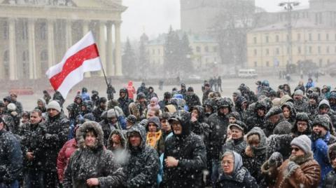 Hundreds rally in Belarus in support of small private businesses