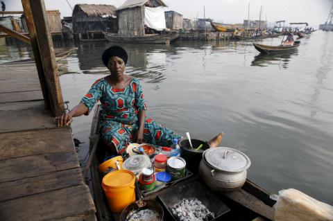 Floating school in Lagos lagoon brings hope to Nigerian slum-on-stilts (PHOTO)