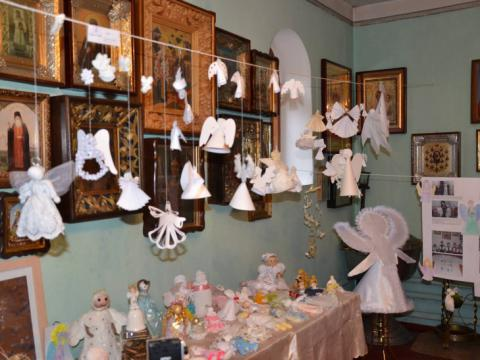 Paper angels exhibition opened in western Ukraine