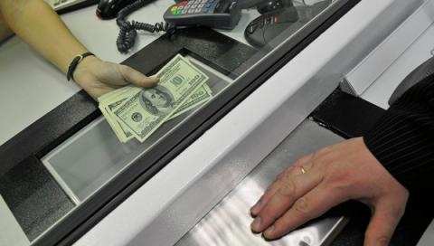 Ukrainians in Feb sold $146.6 mln more currency than bought