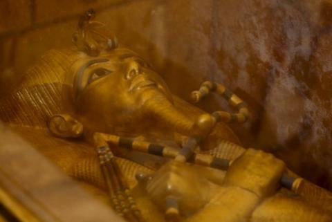 Egypt finds new clues that Queen Nefertiti may lie buried behind Tut's tomb
