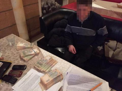 Ukrainian judge who received a UAH500,000 bribe opens fire, escapes arrest