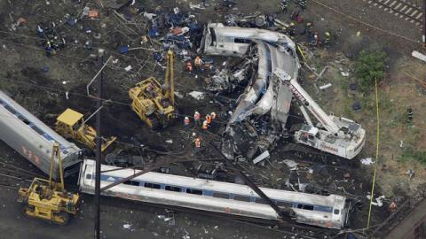 Amtrak engineer hit brakes seconds before crash - federal officials (VIDEO)