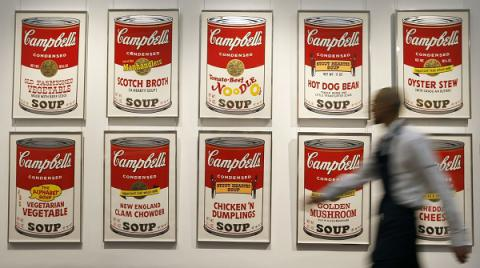 US govnt offers $25,000 for information about seven missing prints by Andy Warhol