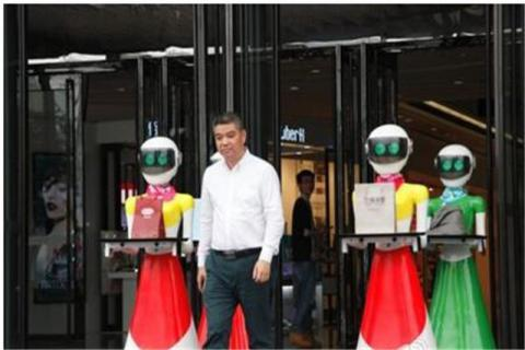 Chinese goes shopping at Guangzhou for jewelry with 8 robotic maids (PHOTO)