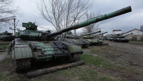 "Militants to deploy heavy armored vehicles in Donetsk ""for parade"" on May 9"