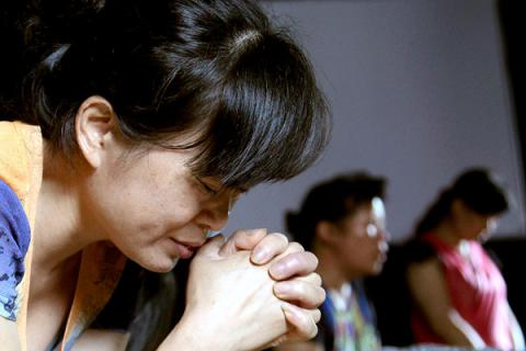 Church-goers live longer - Study in women