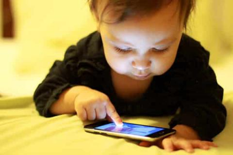 E-media keep children from communicating with parents