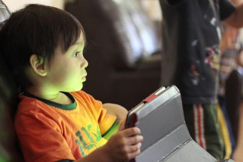 Kids who text and watch TV simultaneously likely to underperform at school