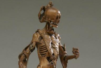 16th century office decor: rotting corpse statuette (PHOTO)