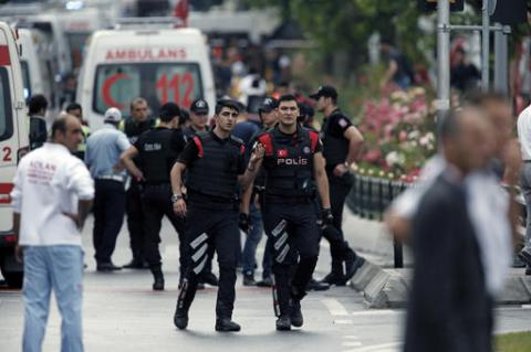 Car bomb targets Turkish police station; several injured