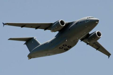 Antonov An-178 flight shows off at Farnborough Airshow (VIDEO)
