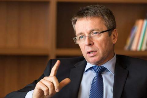 Getting second part of IMF's tranche depend on pension age increase in Ukraine - Miklos