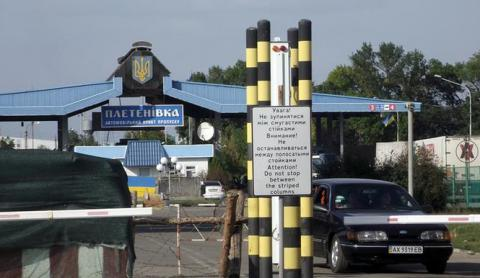 Russia keeps trucks carrying Ukrainian goods to Kazakhstan at Russian-Belarusian border