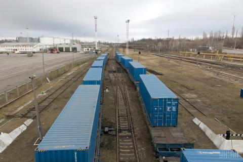 Kazakhstan officials: more than 20 vehicles and 80 wagons with Ukrainian goods stuck in Smolensk