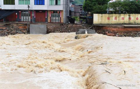 6 dead, 8 missing after Typhoon Nepartak in China's Fujian Province (VIDEO)
