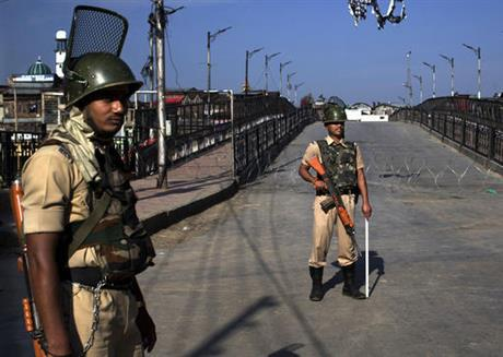 Govt forces isolate Indian-controlled Kashmir to stop separatist protest march