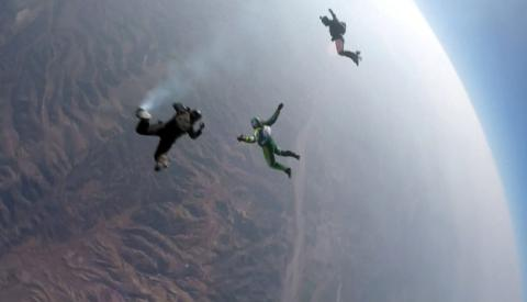Skydiver made history as first person land safely after leap without parachute (VIDEO, PHOTO)