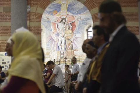 Muslims in Italy and France prayed alongside with Catholics