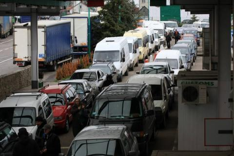More than thousand cars stuck at checkpoints on the Ukrainian-Polish border