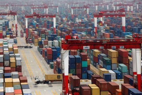 China's exports and imports continue to fall in July,
