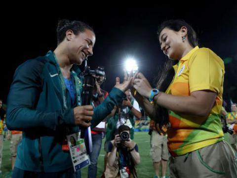 Rugby player gets engaged to her girlfriend at the Olympic pitch