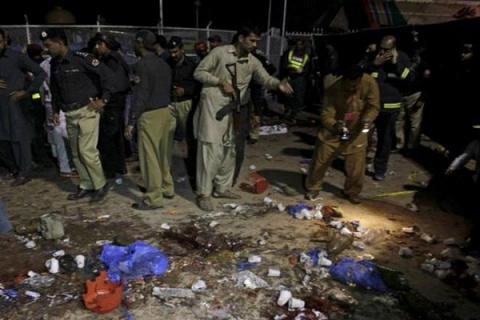 Roadside bomb hits Pakistani security vehicle, wounded 13 in Quetta
