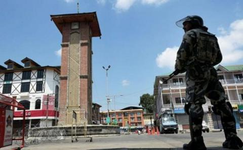 4 killed when hundreds clashed with govt troops during anti-India protests in Kashmir