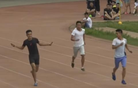 Guinness World Records released video of fastest 100m hopping on one leg (VIDEO)