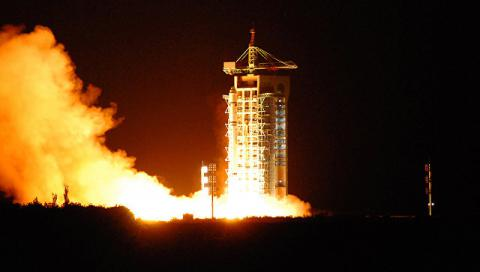 China launches world's 1st quantum communications satellite (Video)