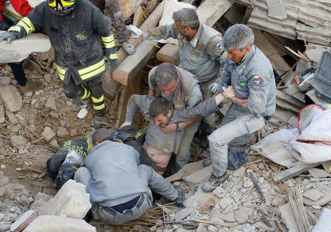 Number of people killed in Italian earthquake rose to 247 (PHOTO, VIDEO)