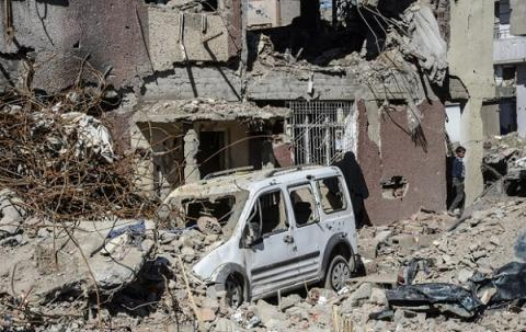 9 killed, 64 injured in blast near police checkpoint in Turkey