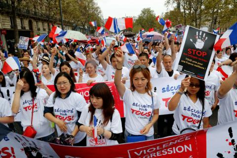 Thousands of Chinese walked on rally in Paris
