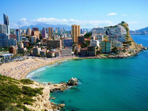 Spain sets August tourists record