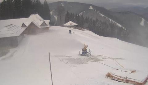 Western-Ukrainian Carpathian Mountains hit with first snow
