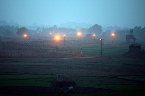 Shelling across India-Pakistan border killed 2 Pakistani civilians, Indian soldier