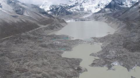 Nepal drains glacial lake Mount Everest