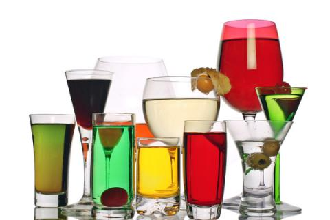 Moderate alcohol intake may slow good cholesterol's decline
